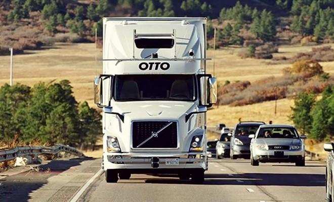 Primera entrega de mercancía de un camión sin conductor