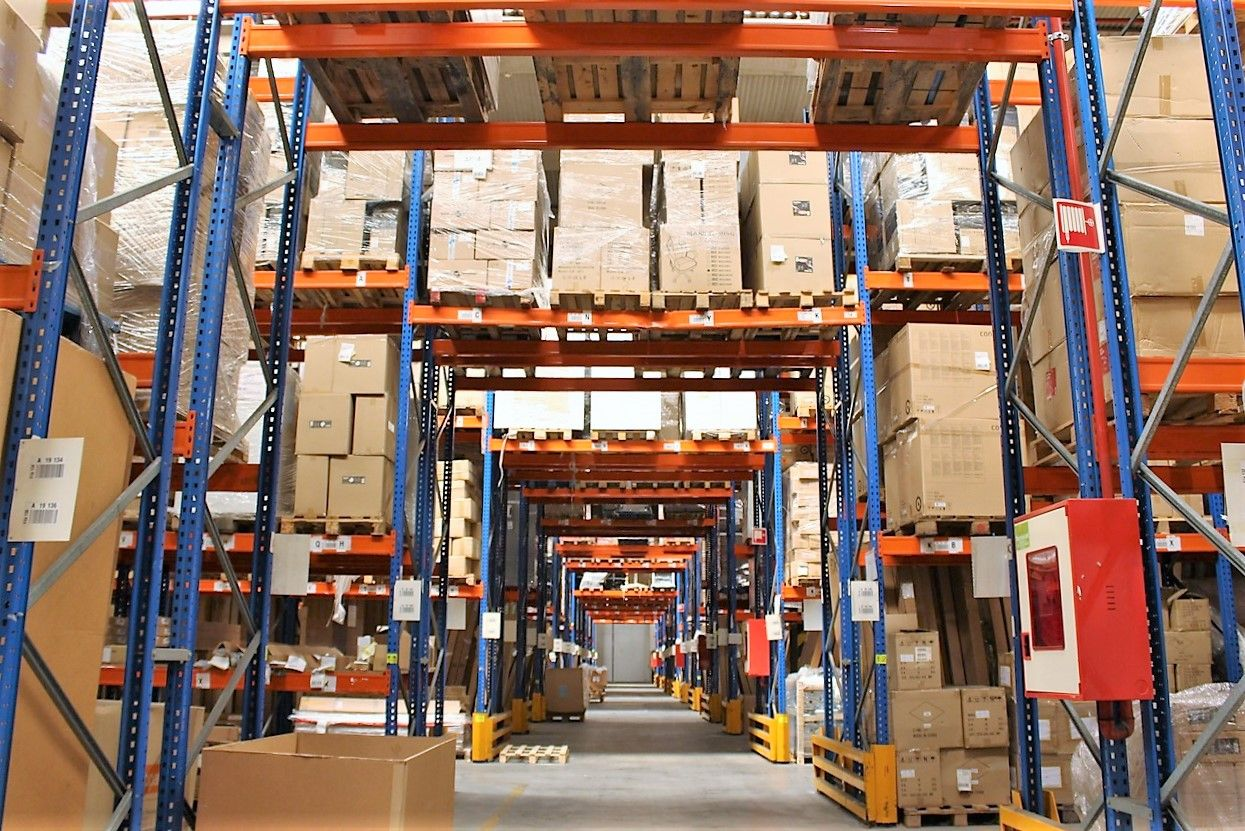 Las características de los almacenes logísticos